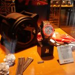香港のウブロ・ショップにある腕時計型看板がナイス。フェラーリ・エディションも