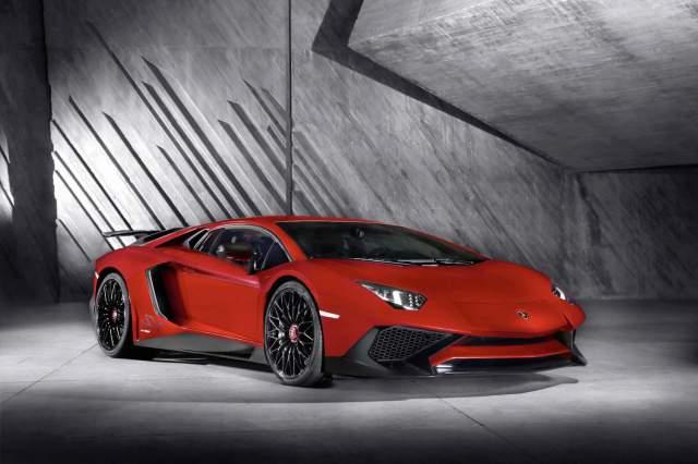 Lamborghini-Aventador-LP-750-4-Superveloce_3-4-Front-640x426