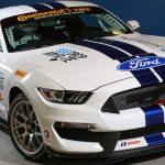 フォードがシェルビーGR350R-Cレースカーを公開。シビれるカラーリング
