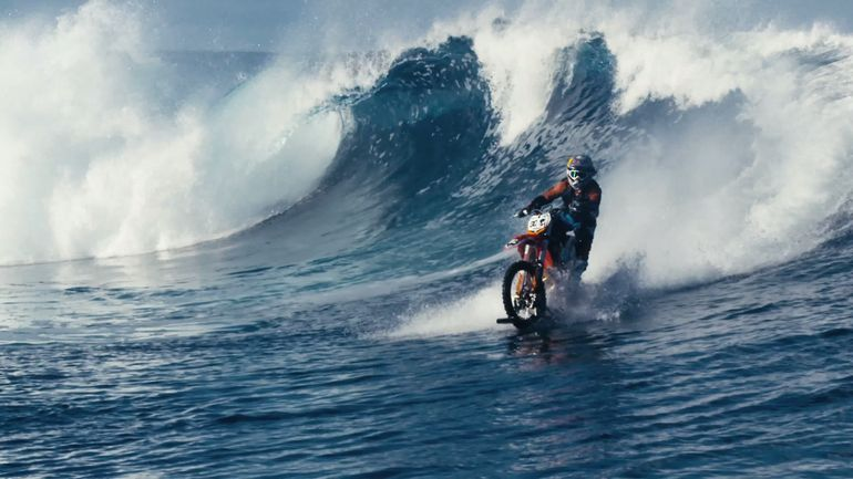 robbie-madison-surf-motorcycle-11