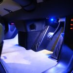 BMW i3に内装イルミネーションを追加してみる。発光色はブルー