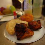 香港にて、インド料理を食べてみる。ビリヤニ+サモサ+タンドーリチキン