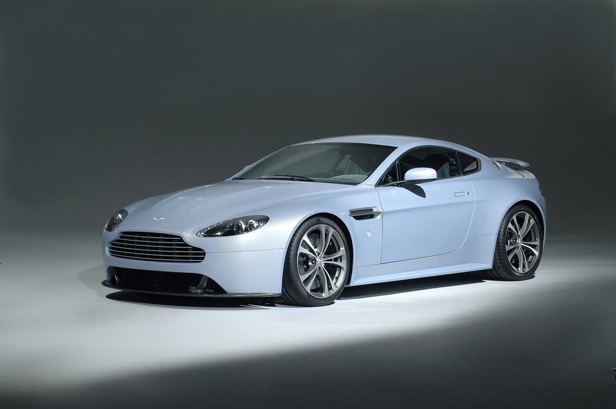 Aston_Martin_V12_Vantage_RS_Concep exteriro