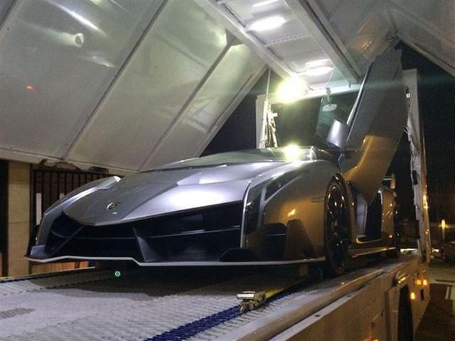 2013-Lamborghini-Veneno-01