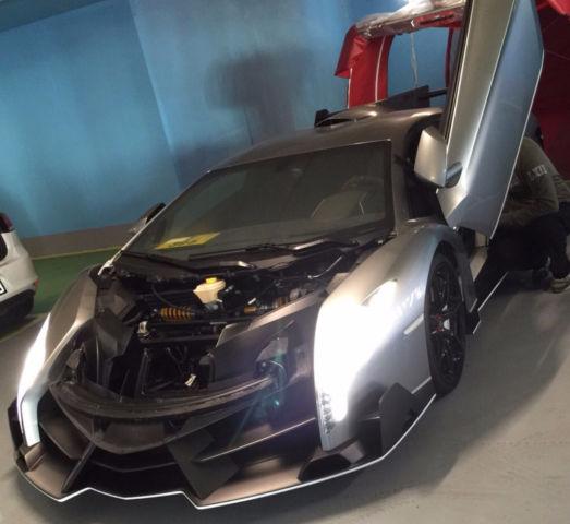 2013-Lamborghini-Veneno-02