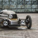 妙にカッコイイ。モーガンが1930年代風のデザインを持つ電動車「EV3」を発表