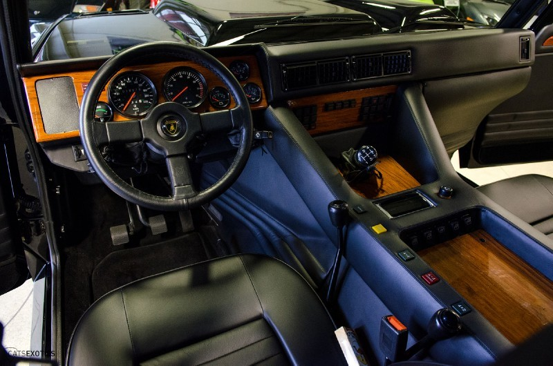 1990-Lamborghini-LM002-55