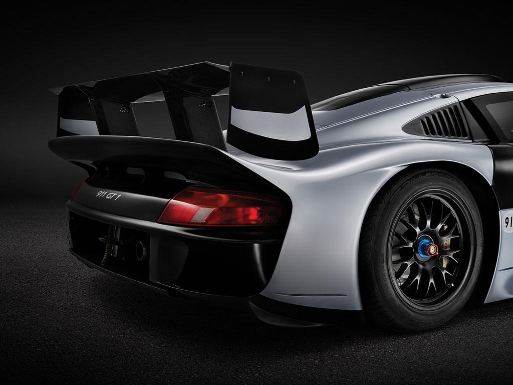 1Porsche-911-GT1-Evo