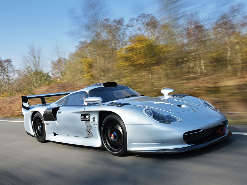 8Porsche-911-GT1-Evo