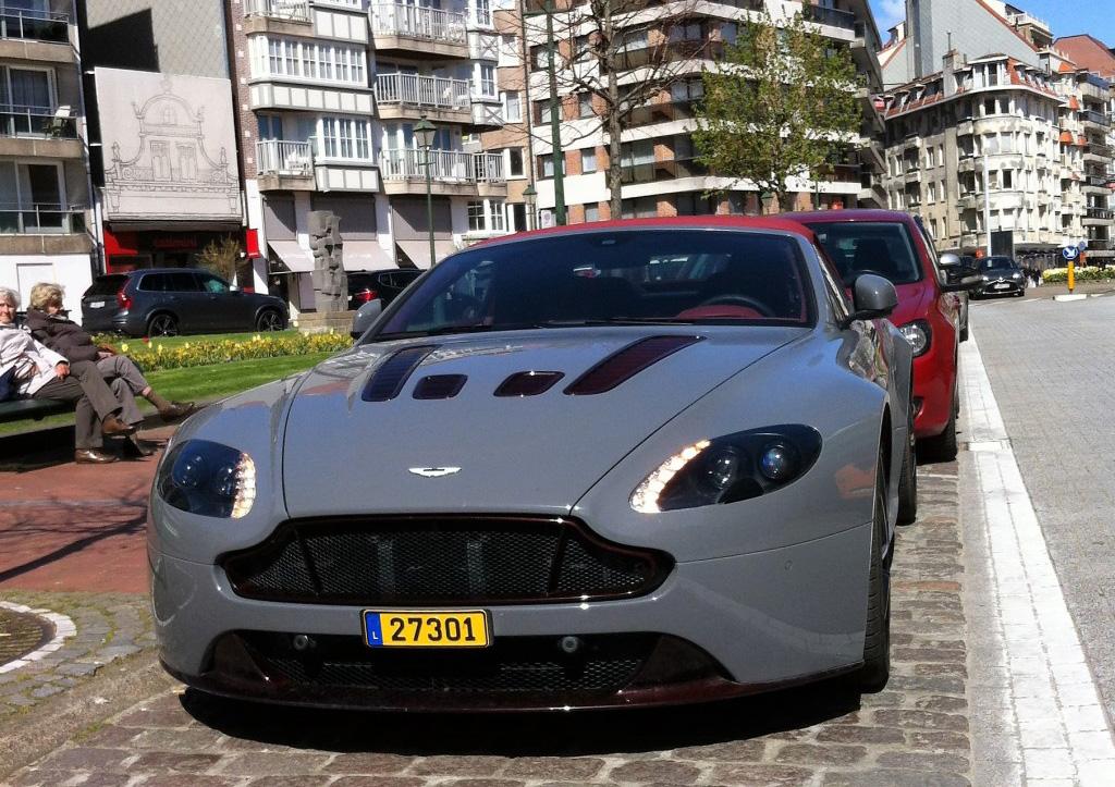 aston-martin-v12-vantage-s-roadster-c973125042016011930_1