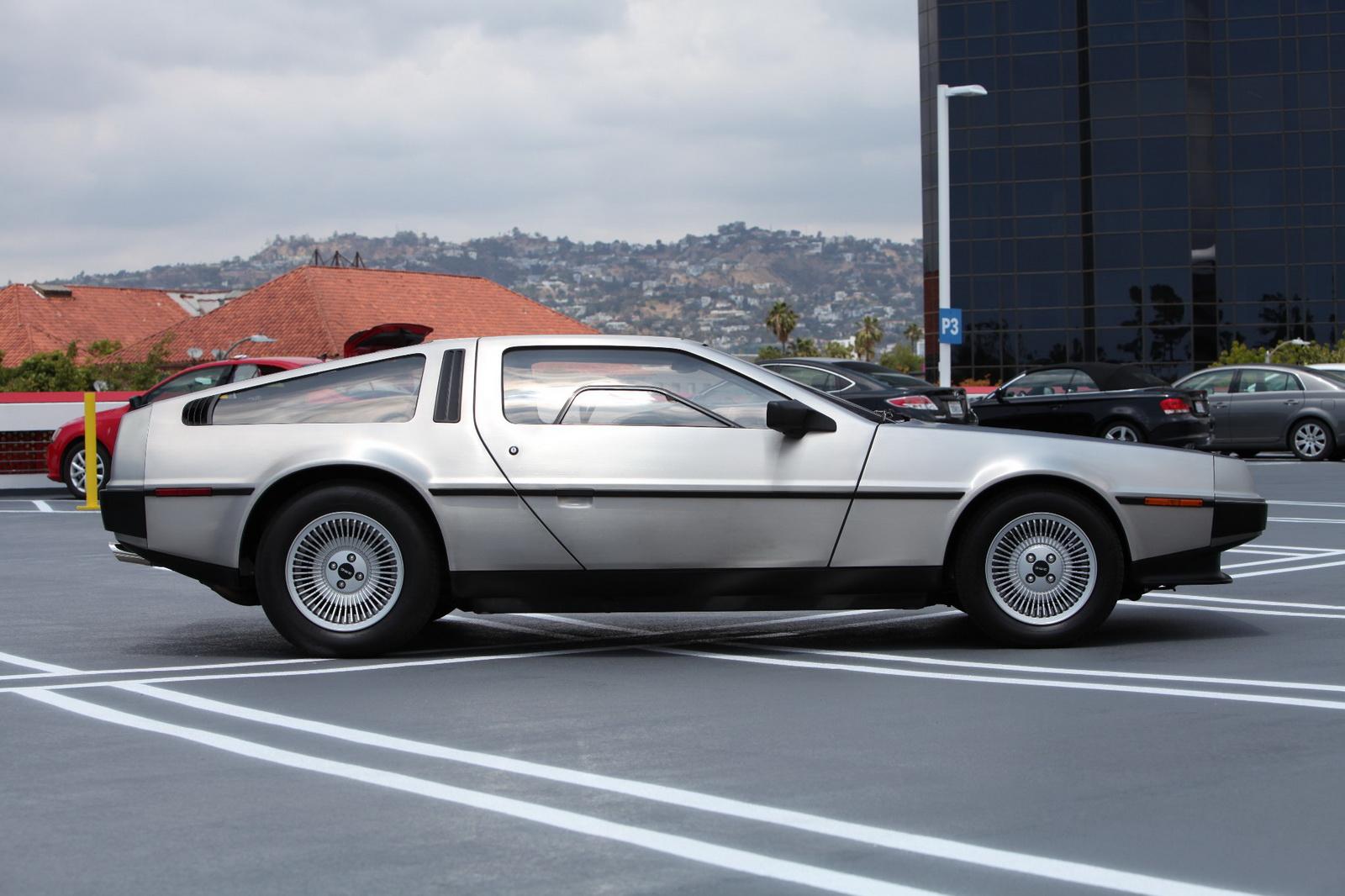 この画像には alt 属性が指定されておらず、ファイル名は DeLorean-5.jpg です