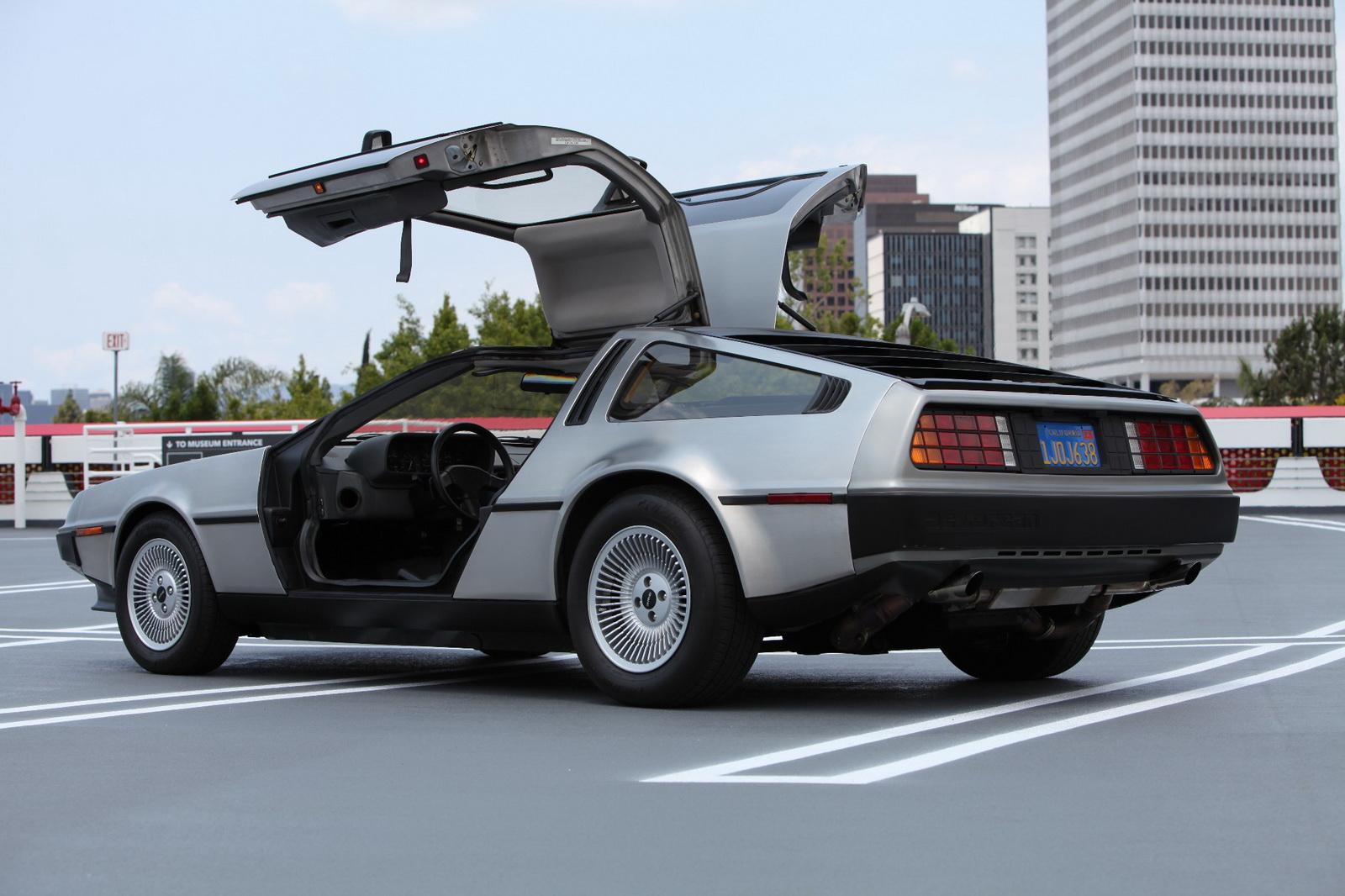 この画像には alt 属性が指定されておらず、ファイル名は DeLorean-8.jpg です