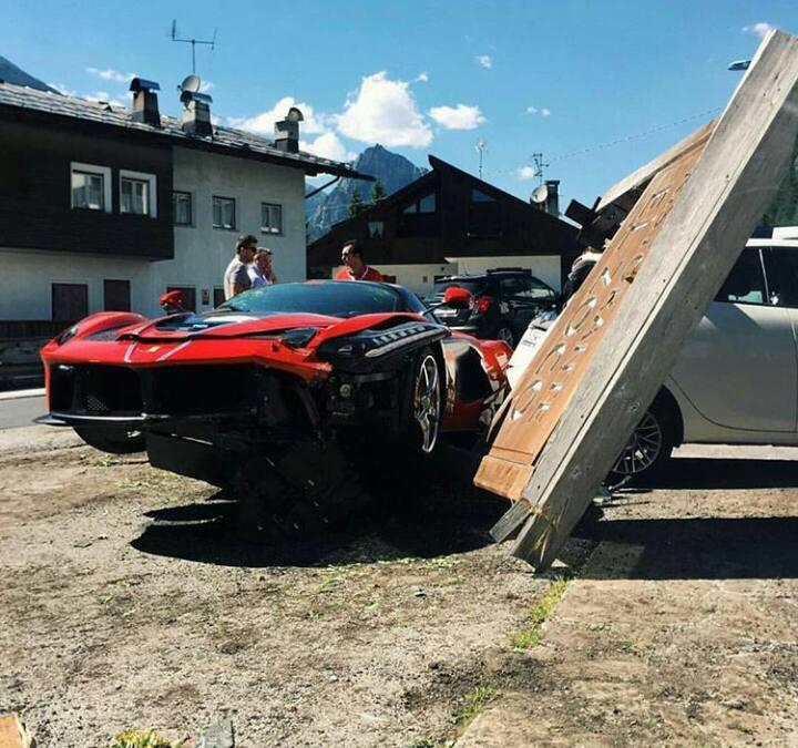 Ferrari-LaFerrari-Crash-7