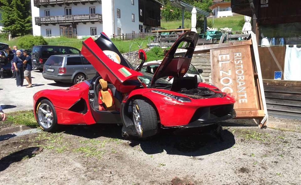 Ferrari-LaFerrari-Crash-8