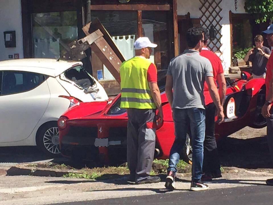 Ferrari-LaFerrari-Crash-9