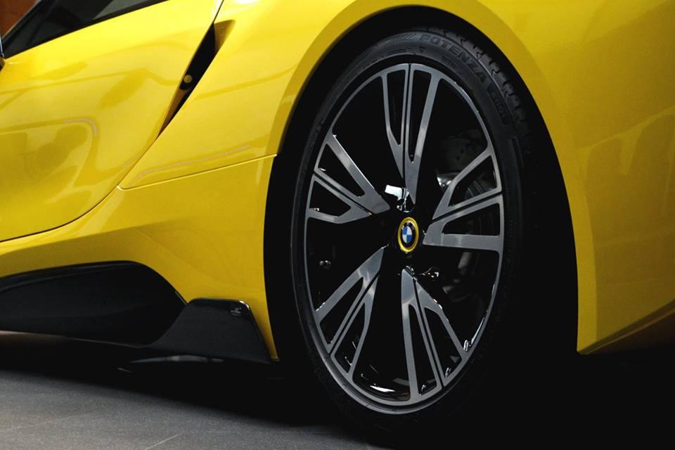 Yellow BMW i84