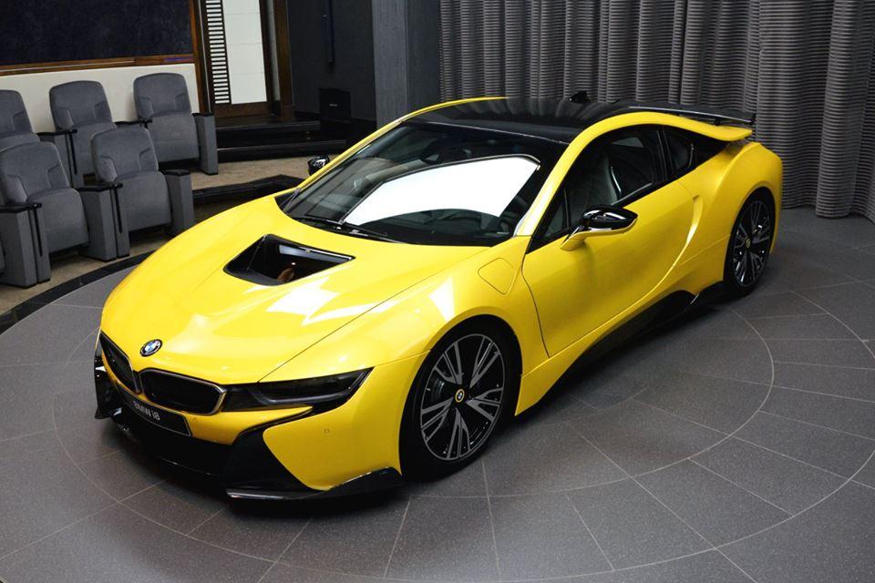 Yellow BMW i89