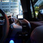 運転中の女性は男性より12%怒りやすい。「運転に口出しするな」「他車のウインカーが遅い」