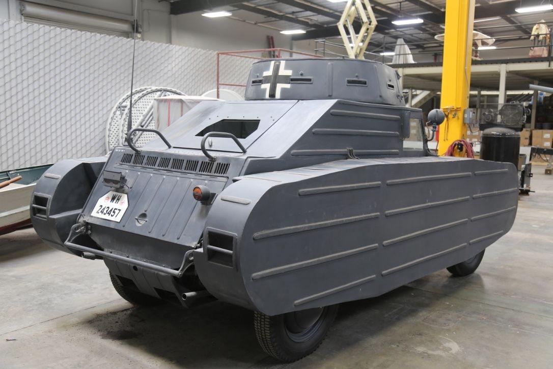 Kubelwagen-Porsche-Type-82-3-5