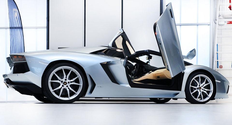 Lamborghini-Aventador_LP700-4_Roadster