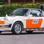 オランダでパトカーとして使用されていたポルシェ911が競売に。制服やヘルメットも付属