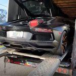 ランボルギーニ・アヴェンタドールが途中で壊れ、積車から下ろせなくなる動画