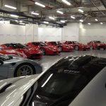 フェラーリ5大スペチアーレ、20台以上のハイパーカーを収める個人のガレージが動画で公開