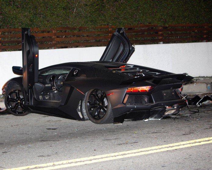 この画像には alt 属性が指定されておらず、ファイル名は Chris-Brown-Lamborghini-Aventador-Crash-4-696x559.jpg です