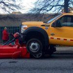 こんなにデカいんか・・・。フォードのトラックに追突されたシボレー・コルベットの悲劇