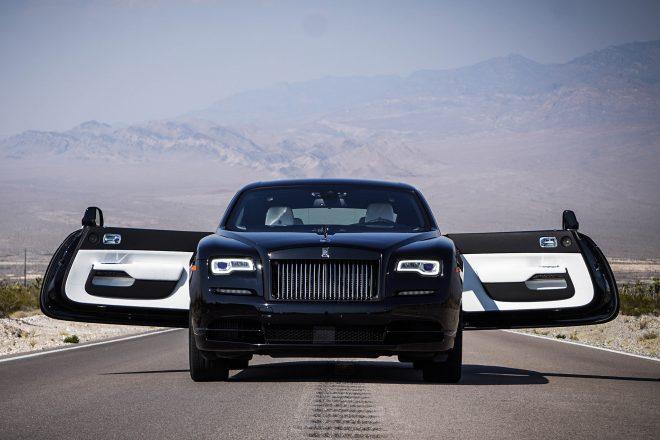 この画像には alt 属性が指定されておらず、ファイル名は 2017-Rolls-Royce-Wraith-Black-Badge-front-end-660x440.jpg です