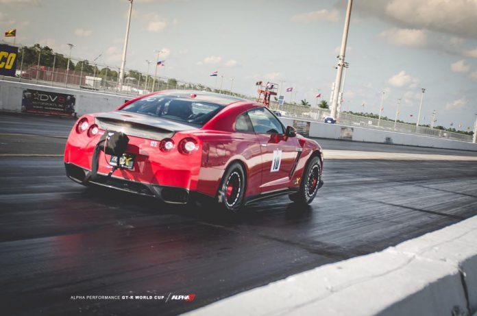 画像に alt 属性が指定されていません。ファイル名: Curtis-Watson-Nissan-GT-R-696x461.jpg