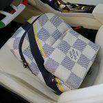 ルイ・ヴィトンのバックパック「アポロ」購入。軽量でスポーツカーとの相性もバッチリ