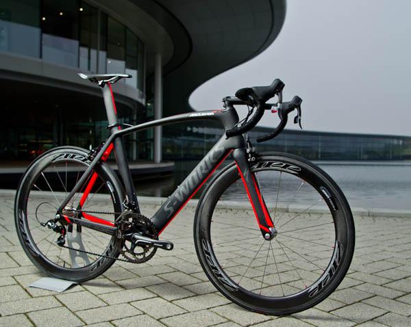 画像に alt 属性が指定されていません。ファイル名: Specialized_McLaren_Venge_aero_road_bike_2011.jpg