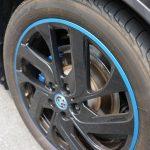 BMW i3のタイヤ清掃。表面に張り付いたブレーキダストを除去して元の輝きを復元