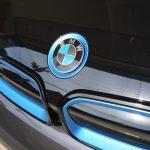 BMW i3のキドニーグリルをブラックに塗装してみた。顔面が引き締まっていい感じ