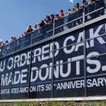 BMWがメルセデスAMG50周年を祝う。昨年メルセデスがくれたメッセージへのお返し