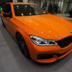 BMW7シリーズを純正カスタム。外装は「ファイヤー・オレンジ」、オプションだけでも420万円