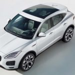 ジャガーE-PACE公開。スポーツカーを意識したSUVで価格は抑えめ、先進的な内外装