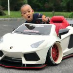 この発想はなかった。子供用電動乗用スーパーカーのカスタムが大人気。納車2ヶ月待ち