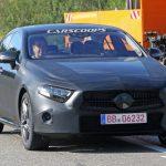 新型メルセデス・ベンツCLSのプロトタイプが目撃。AMG GTの4ドア版とどう違う?