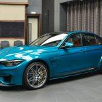 BMWアブダビが純正パーツでカスタムされたM3展示。ボンネットはM4GTS用を流用
