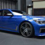 BMWアブダビがエストリル・ブルーのM760iを公開。アクセントはメタリックグレー