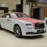 アブダビにて、内外装が完全にピンク&ホワイトのロールスロイス・レイス。カスタム費用はいくら?