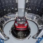 テスラCEOが火星行きのロケットにテスラ・ロードスター搭載。「何十億年も宇宙空間に存在することになる」