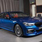 BMWアブダビがカスタムされた7シリーズを披露。アヴス・ブルーにレッド内装