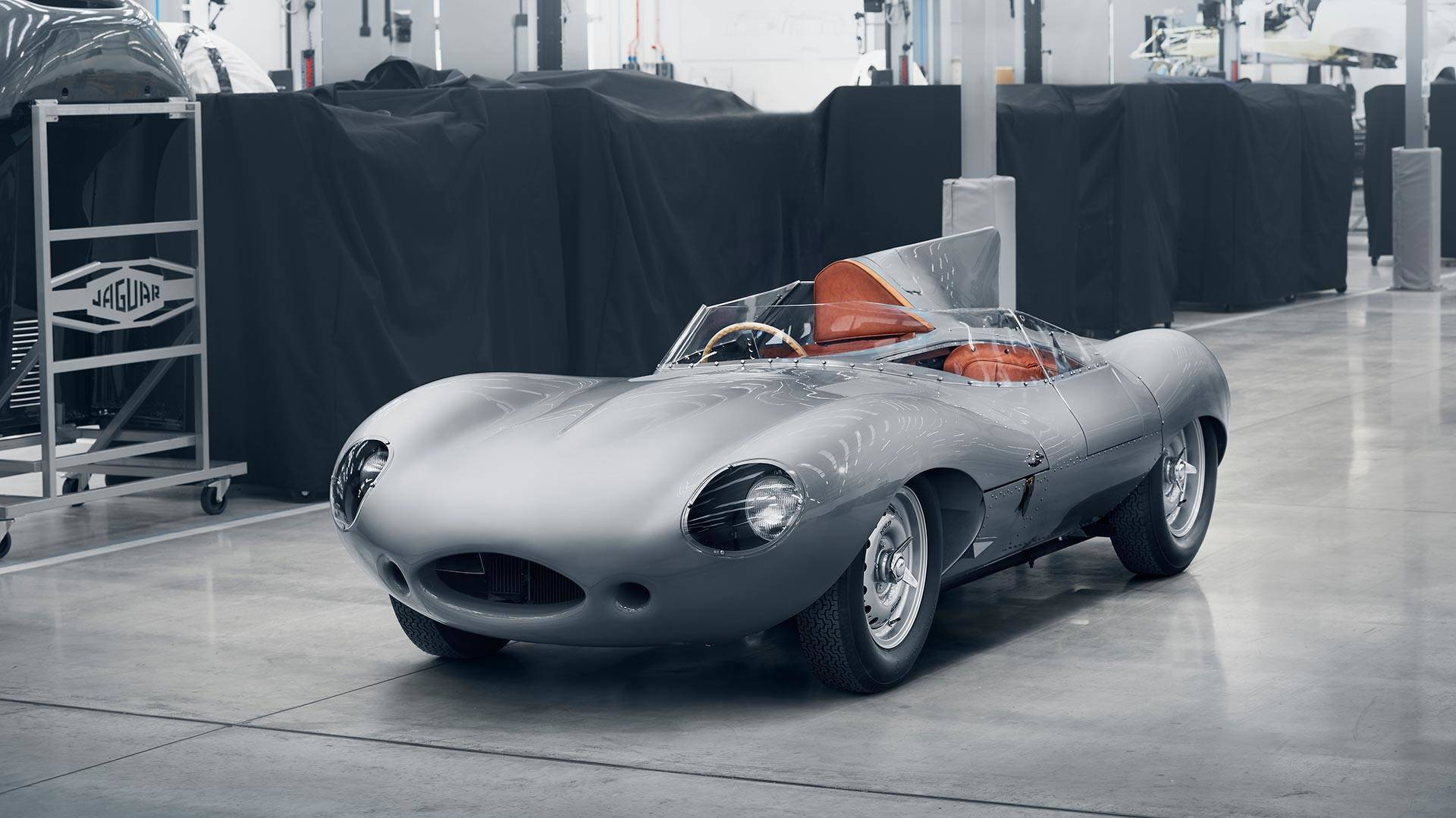 jaguar-classic-d-type-continuation-car.j