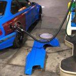 オーバーフェンダー装着車への給油はこうする!給油の都度フェンダーを外すBMWが目撃に