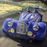 50年間も同じ車作ってた!「世界最も軽いV8搭載車」、モーガン・プラス8の50周年記念車登場
