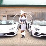 ランボルギーニ・アヴェンタドールとウラカンを同時購入した女性。両方ともオープン、内外装ホワイト