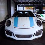 ポルシェの最新世代、しかもGT系や限定モデルばかりを集めるカップル。911Rはなんと色違いで二台